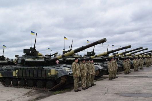 Порошенко раскрыл боевые потери ВСУ завремя операции вДонбассе